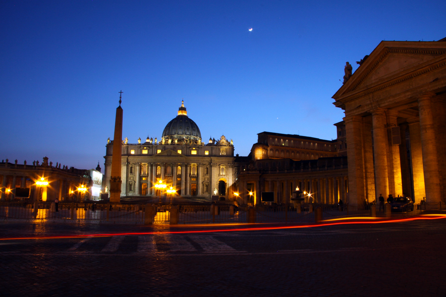 St. Peters Square & Basilica at night :  : Christopher Davies Photography